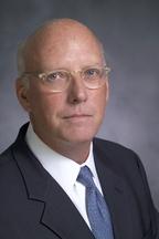 По словам Стивена Сэвиджа, в CA разделяют функции выработки политик (govern) и исполнения (manage), чтобы менеджеры избегали соблазна упростить себе работу
