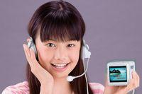 За первый год после выпуска Hi-kara компания Takara Tomy планирует продать полмиллиона таких систем караоке