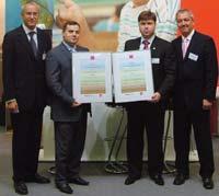 На фото: директор по продажам продукции для листового офсета в Европе Руди Айш (слева), менеджер Flint Group по экспорту расходных материалов для листового офсета Норберт Вюнш (справа), владелец ПКФ