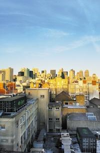 Рисунок 6. Контейнерные ЦОД можно устанавливать в складских помещениях, на крыше зданий, на нефтяных платформах и т.д.