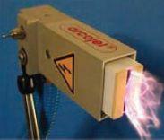 Рис. 4. Похожая на пламя электрическая плазма низкой частоты формирует длинный факел и создаёт для поверхности полимера более низкую тепловую нагрузку