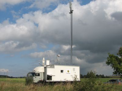Мобильная базовая станция «Билайна» хорошо вписалась в пейзаж Бородинского поля