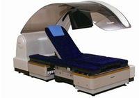 Трансформированное кресло-каталка напоминает сиденья, установленные в бизнес-классе самолета, а его перемещения полностью автоматизированы; управление движением осуществляется с помощью джойстика, вмонтированного в правый подлокотник