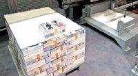 Роботизированное устройство для формирования паллет Gammerler PR330размещает предварительно обвязанные пачки продукции напаллете поопределённому алгоритму, чтобы стопа была максимально устойчивой при транспортировке. Производительность до110пачек/ч, вес пачки до30кг.Опционально поставляется устройство(нафото справа) для прокладывания рядов пачек листами бумаги