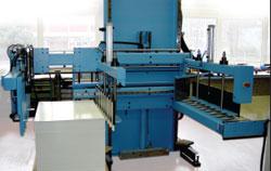 Операторам резальной системы Schneider перемещать и разгружать тяжёлые стопы помогает разгрузчик Senator BLS-2005