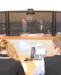 Студии TelePresence одинаково хорошо подходят как для деловых совещаний, так и проведения пресс-брифингов