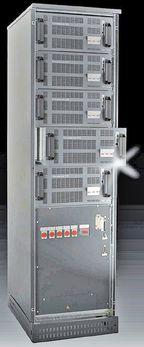 Рисунок 1. Модульная система ИБП ConceptPower DPA USV, выпускаемая компанией Newave, не имеет трансформатора, а выполнять расширение и заменять модули можно без прерывания ее работы. Замена неисправного модуля занимает всего несколько минут.