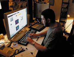 Заявление овыдаче патента Dynamically Controlled Keyboard вряд ли порадует пользователей, отложивших деньги на то, чтобы попасть влист ожидания на Opti?mus Maximus, долгожданной клавиатуры на светодиодах от студии Артемия Лебедева