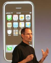 Стив Джобс надеется, что выпуск SDK подтолкнет независимых разработчиков программ к созданию собственных приложений для iPhone