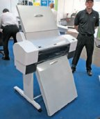 Законченное решение JetPlate 7800 Solution из струйного CTP 4-полосного формата, процессора, цветопробного струйного принтера и рабочей станции предлагалось на выставке за 20 400 евро