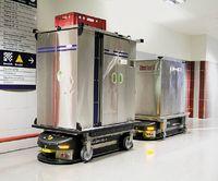 Роботы Swisslog своим внешним обликом не напоминают человека, а представляют собой угловатые машины с конвейерными лентами, стеллажами для хранения и манипуляторами, ловко шныряющими между медикаментами и лабораторными анализами