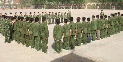 Своих подопечных реабилитационный центр погружает в атмосферу строгой военной дисциплины