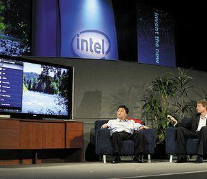 Вавгусте на IDF вСан-Франциско Intel иYahoo совместно анонсировали Widget Channel, аппаратное обеспечение ипрограммную платформу, предназначенную для объединения телевидения иInternet