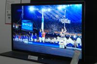 """Экран, представленный под лозунгом """"Первый в мире, самый большой в мире"""", притягивал глаза многих посетителей"""