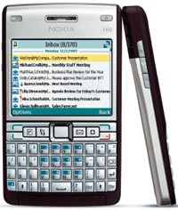 Первый трехстандартный смартфон Nokia 61i, работающий в сетях GSM, UMTS и WLAN