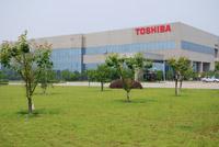 Завод в Ханчжоу занимает площадь 50 тыс. кв. м. и ежемесячно производит 200 тыс. ноутбуков. С лета прошлого года Toshiba перенесла все внутреннее производство ноутбуков на завод в Ханчжоу