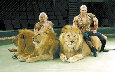 4. 3. 2. 1. Сегодня была в цирке братьев Запашных.  Потрясно... просто потрясающе.  Насколько мне известно,они всех...