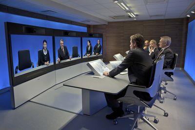 Особенность студий видеореалистичного общения Tandberg – голубая подсветка, которая, как считают в этой компании, повышает четкость изображений, а также снижает накал эмоций в дискуссиях