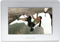 Samsung SPF-72H относится к моделям начального уровня, хотя по цене она сравнима с более совершенными изделиями других производителей.