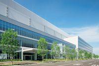 Персонал завода в Сакаи тщательно охраняет промышленные секреты компании