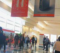 Сравнивая впечатления от двух мероприятий, трудно согласиться с тем, что московский форум Oracle Day прошел, как было обещано, точно в таком же формате, как и крупнейшая ежегодная конференция корпорации в Сан-Франциско, Oracle OpenWorld