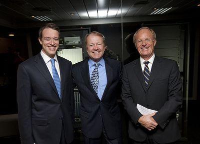 Фредрик Халворсен, генеральный директор Tandberg, Джон Чемберс, глава Cisco, и Ян Кристиан Опсал, председатель совета директоров Tandberg, добились одобрения сделки