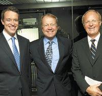 Фредрик Халворсен, генеральный директор Tandberg, Джон Чемберс, глава Cisco, и Ян-Кристиан Опсал, председатель совета директоров Tandberg, добились одобрения сделки