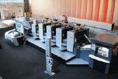 Единственная полноформатная листовая машина — Heidelberg Speedmaster CD 102-4+L UV. На заднем плане видны шкафы системы водяного охлаждения, ими печатные машины на выставке были оснащены впервые. Как сообщили в