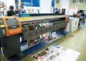 Неожиданная премьера от Wit Color: сольвентная модель Ultra2000-3306 (от 795 тыс. руб.) на печатающих головках Xaar Proton в модификации Flat — гибридная! Позволяет печатать на жёстких материалах, подобных полистиролу и пенокартону