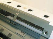 Куда положить пробный или испорченный отпечаток, как не на принтер? Но L25500 не из таких — верх занят несколькими воздухозаборниками для системы охлаждения (их перекрытие быстро приводит к остановке принтера)
