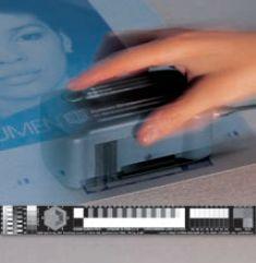 Измерение печатной формы с помощью сканера пластин с цифровой контрольной полосой. Для контроля печатных форм широко применяются цифровые микроскопы — измерители растра (X-rite ccDOT, Techkon DMS). Фото: System Brunner