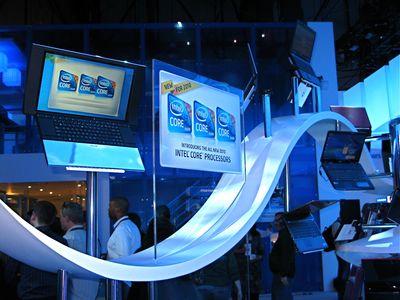 Некоторые настольные и мобильные ПК на базе новых процессоров были продемонстрированы на CES на стенде Intel