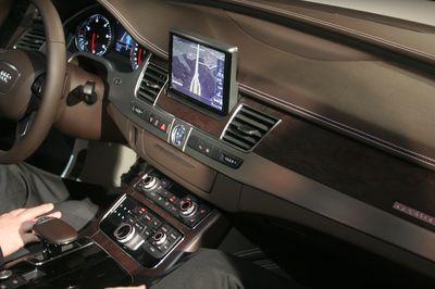 Одним из примеров использования новых процессоров Tegra на CES стал планшет, выступавший в роли приборной панели Audi A8 образца 2011 года