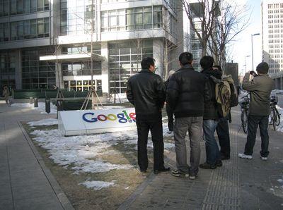 В настоящее время Google продолжает фильтровать результаты, выдаваемые китайским поисковиком, но в компании предупреждают, что вскоре все может измениться
