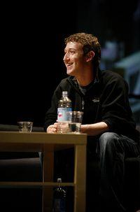 По мнению Марка Цукерберга, люди не рассчитывают на столь же строгое соблюдение конфиденциальности, как раньше, и не нуждаются в этом