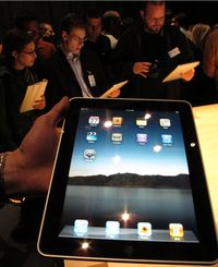 Планшет iPad появился по прошествии нескольких лет слухов и домыслов, сопровождавших его разработку