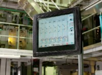 На мониторе встроенной CCS отображаются настройки красочных зон. Вверху— плотность красочного слоя и растискивание, внизу— 6-угольники с общим цветовым балансом. Источник: Quad/Tech & System Brunner