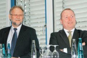 П. Вольф (слева — М. Майер) так ответил на вопрос о конкурентах Oce: