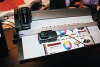 Techkon SpectroJet— доступный денситометр на колёсиках. Измеряет плотности и цветовые значения и передаёт на компьютер. Вторая новинка компании SpectroDens XL имеет увеличенную 6-мм аппертуру