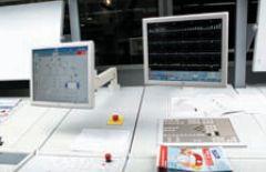 ColorManager (на экране справа) позволяет смотреть и анализировать измеренные контрольные значения в течение всего тиража