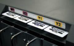 Чернильные упаковки располагаются в принтере парами, для идентификации цвета и остатка чернил используются чип-карты
