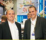 Представители Mutoh Belgium на фоне первого завезённого в Россию Mutoh ValueJet Hybrid: региональный менеджер Фолкнер Линиг (слева) и инженер технической поддержки Вим Маес