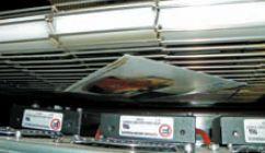 Лист удерживается на транспортной металлической сетчатой ленте потоком воздуха снизу от вентиляторов