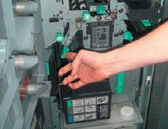 Модуль RU-508. Внизу — ёмкость для системы увлажнения. Многочисленные зелёные рычажки позволяют в случае замятия листа быстро достать его и снова запустить машину