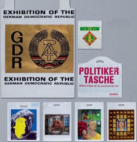 Пакеты бывшей ГДР (слева) и пакеты с дизайнами художников
