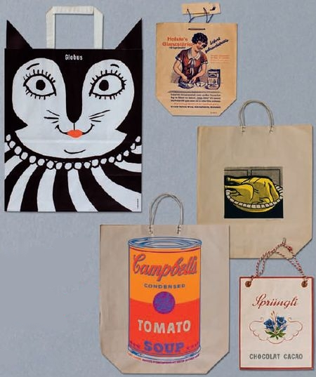 Рекламный потенциал пакетов по достоинству оценили и оригинально использовали в начале XX века. Как показало недавнее исследование, эффектные экземпляры привлекают внимание 85% прохожих