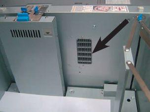 Опция климат-контроля в подающей кассете LU-202 (отверстие для вентиляции показано на рисунке) особенно пригодится при высокой влажности воздуха в помещении и использовании бумаги, которая не успела акклиматизироваться: последнее не редкость зимой, ведь оперативная печать требует быстрого выполнения заказа