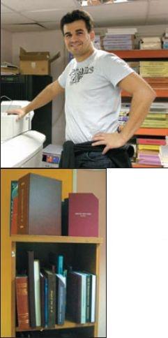 Образцы изготовленных в салоне книг в твёрдом переплёте. Начальник производства И. Кунахович отмечает, что отдельные тиражи книг заказываются со всевозможными видами отделки