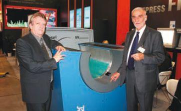 Представители Luescher — региональный менеджер по продажам CTP доктор Сречко Прнят (на снимке слева) и менеджер по продажам направления флексографии Фридрих Клейн, работавшие на стенде ГК