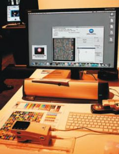 На профессиональном рынке требуются специфические услуги. Среди них в активе Konica Minolta — ColorCare. Это сочетание ПО, измерительного оборудования и сервиса, обеспечивающего настройку предсказуемой и стабильной цветопередачи печатного оборудования, приведение его к офсетным стандартам. В новой версии 2.1 улучшено ПО, применены собственные спектрофотометры FD7 (сканирующий) и FD5, способные работать в автономном режиме и с подключением к компьютеру,  позволяющие без УФ-фильтров учитывать влияние оптических отбеливателей бумаги на калибровку и профилирование